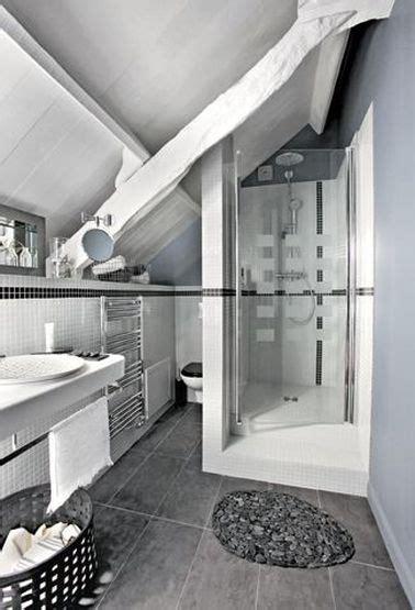 Beau Salle De Bain De 5m2 #8: Salle-de-bain-sous-comble-grise-et-blanche.jpg