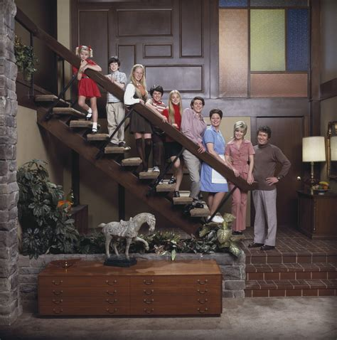brady bunch living room tv and homes sell for millions aol