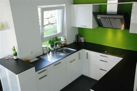 steinplatte küche moderne fliesen f 252 r bad im dachgeschoss