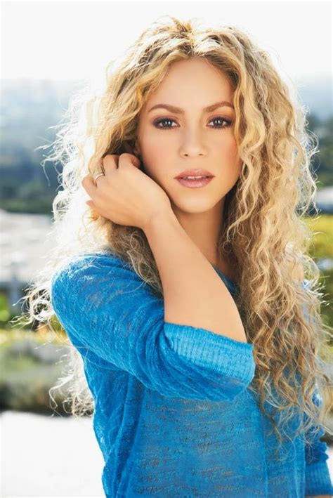 is shakiras hair naturally curly shakira for woman s health shakira pinterest