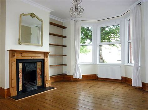 front room fantastic 2 bedroom house with garden for rent in watford newly decorated