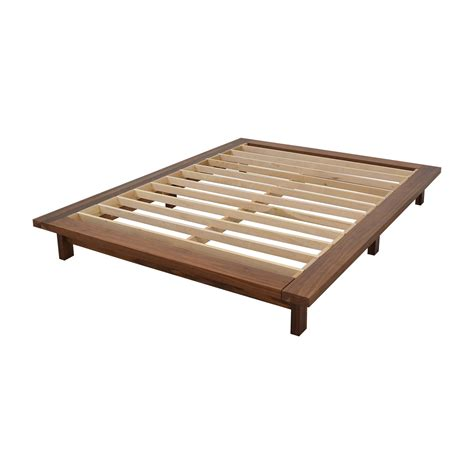 room and board platform bed 53 off room board room board co queen walnut