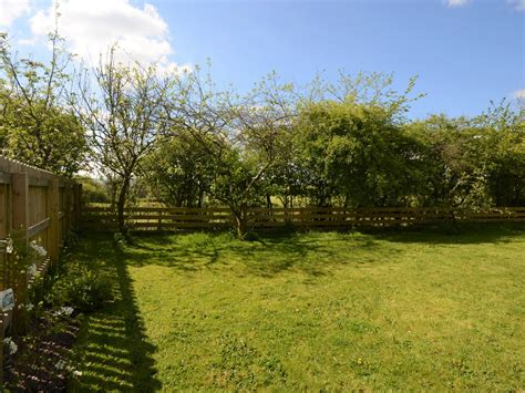 2 Bedroom Garden Cottage Pet Friendly 2 Bedroom Cottage In Whitland Friendly Cottage In