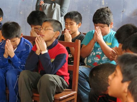imagenes de iglesias orando ninos orando iglesia related keywords ninos orando