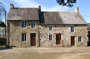 secteur Mortain, maison en pierre à rénover sur 3000 m² Agence immobilière en Région Centre