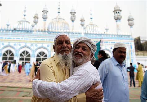 pictures pakistan celebrates eidul fitr