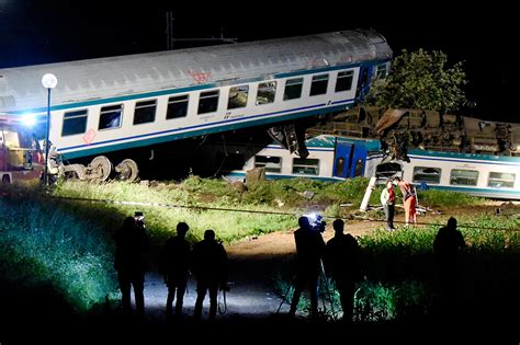 Carrozze Ferroviarie Dismesse - derails after crashing into truck in italy kills 2
