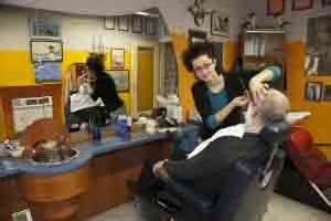 casa rasoio bergamo il barbiere ora 232 donna continua sulle orme