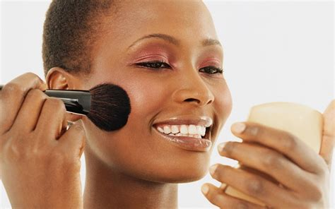 8 Makeup Tips For The Heat by 8 Frugal Tips For The Everyday Black
