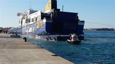 come entrare nella capitaneria di porto manovre in porto per mettere in sicurezza la norman