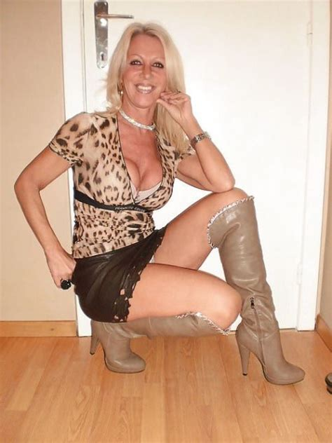 mature pinterest busty mature in boots sexy pinterest woman fashion