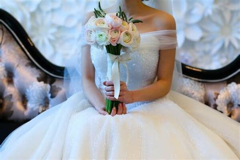 9 Best Sites to Sell Your Wedding Dress on (Forget eBay