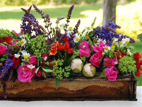 how to decorate home with flowers decorate with flowers for spring easy ideas for
