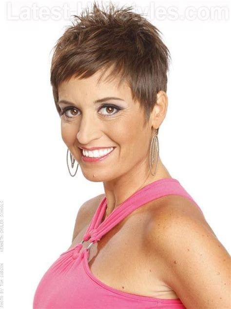 hairstyles for fine hair with cowlicks spiky fun pixie cut for straight hair wispy pieces