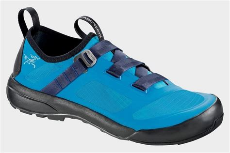 approach climbing shoes arcteryx arakys approach shoe clad