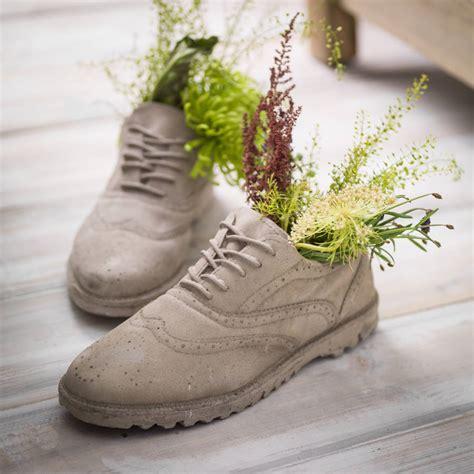 concrete brogue shoes plant pots    boys room