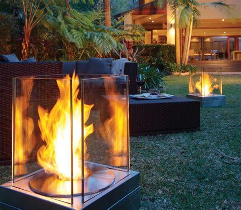 feuerstelle glas moderne gartengestaltung mit dekorativer feuerstelle 30