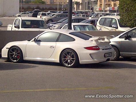 porsche qatar porsche 911 gt3 spotted in doha qatar on 04 11 2013