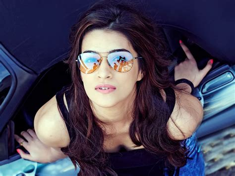 heroine cute photos super cutest pics of bollywood actress kriti sanon