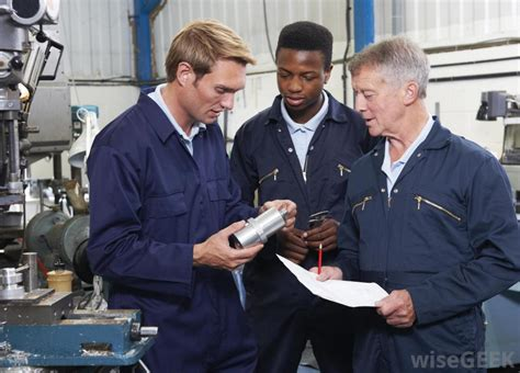 what does a manufacturing technician do with pictures