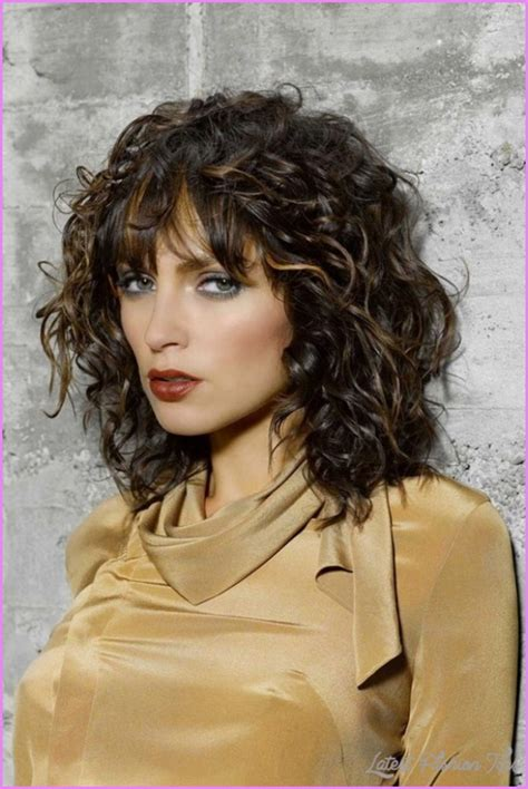 haircuts for round face wavy hair indian curly layered haircuts round face latestfashiontips com