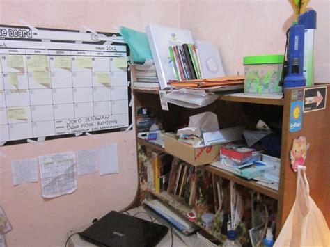 Meja Belajar Mahasiswa antara kostan di bandung dan di jakarta