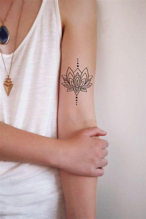 les 25 meilleures id 233 es de la cat 233 gorie tatouages de fleur