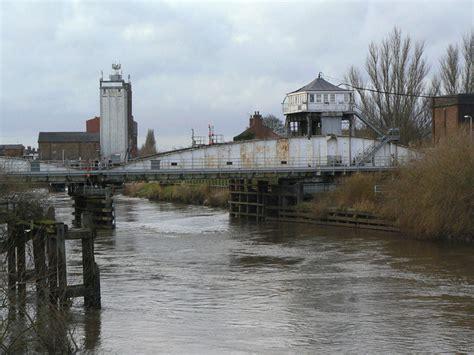 selby swing bridge selby railway swing bridge 169 alan murray rust cc by sa 2 0