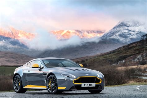 aston martin vantage v12 watch the 2017 aston martin v12 vantage s stretch its legs