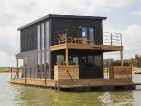 Chip And Joanna Gaines House Boat | chip and joanna gaines fix up a rundown houseboat today com