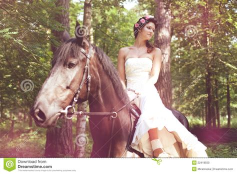 animalismo mujer folia con caballo mujer y caballo foto de archivo imagen de lifestyle