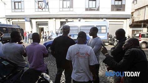 questura di napoli ufficio immigrazione via galileo ferraris 131 immigrati assaltano la questura di napoli 10 agenti feriti