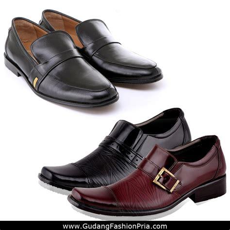 Sepatu Casual Sneakers Shoes Kulit Pria Mens Republic Levine Brown sepatu formal pria bahan kulit high quality dress