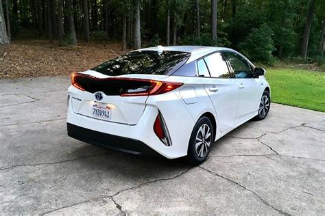 Hybrid Prius Mpg by 2018 Toyota Prius Prime Mpg And Techies Autotrader