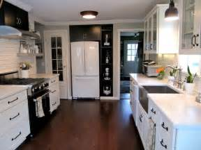 Images Of Black And White Kitchens - joyce s black amp white kitchen hooked on houses