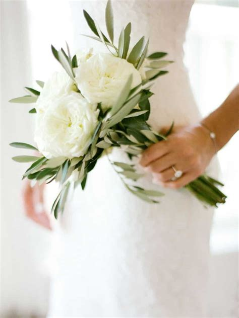 Simple Flower Bouquets For Weddings by 14 Amazing White Wedding Bouquet Photos You Will