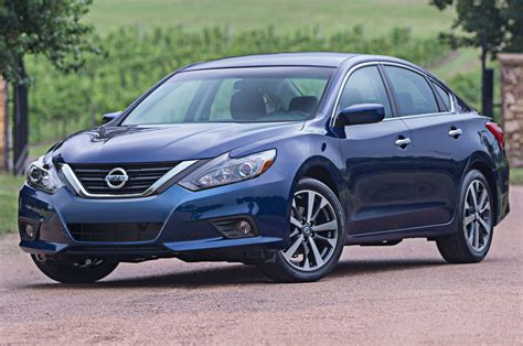 nissan altima refreshed 2016 nissan altima starts at 23 325 motor trend