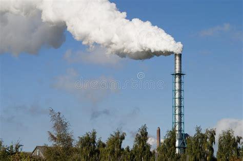 fumo camino camino e fumo immagine stock immagine di fumo industria