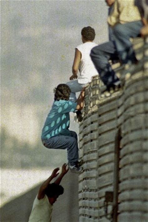 Crossing American Border With Criminal Record Large Numbers Of Border Agents Quitting Due To Catch And Release Policy