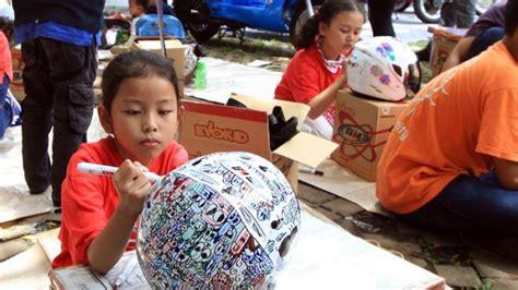 Helm Anak Sd serunya lomba mewarnai helm anak di burtor 2016 halaman