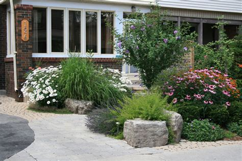 simple landscaping ideas for small front yards front yard gardens on front yard landscaping
