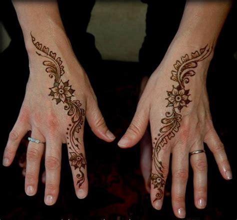 henna artistt  weddings guests rrww
