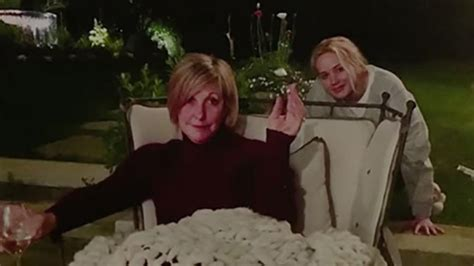 jennifer lawrence reveals shes secretly peeing  family photo  mom   hilarious