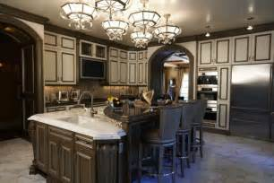 traditional kitchens gluzzer designs