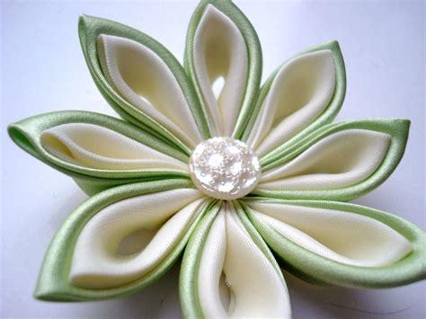 come fare fiori in tessuto come fare fiori kanzashi fiori di stoffa tutorial