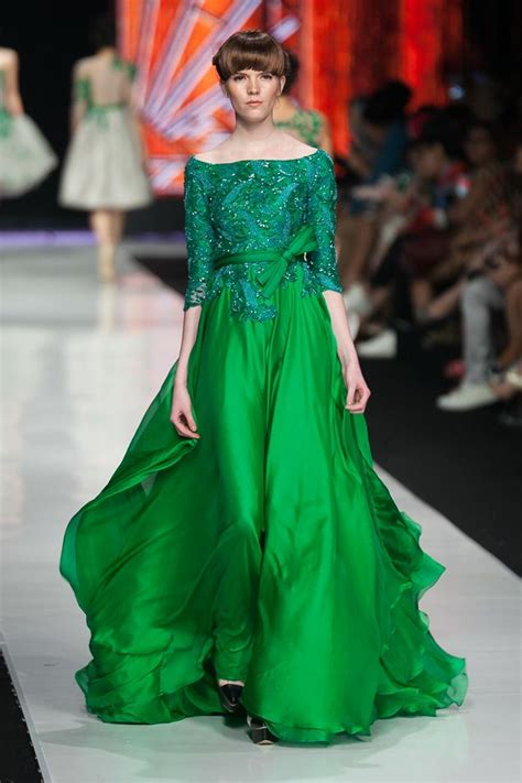 Model Gaun Pesta Ivan Gunawan Yang Mewah dan Elegan