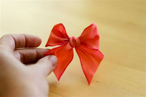 How To Make A Ribbon Bow Out Of Paper - how to make a bow out of ribbon types methods and tips