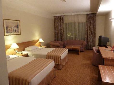 chambre d hotel dubai millennium dubai room with 2 beds picture of