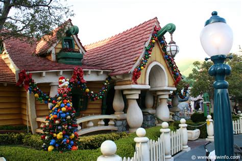 christmas decorations at the disneyland resort img 7373