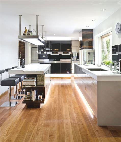 Narrow Galley Kitchen - 20 gorgeous examples of wood laminate flooring for your kitchen